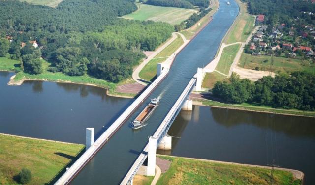 Khung cảnh ngoạn mục của 3 cây cầu nước lớn nhất thế giới