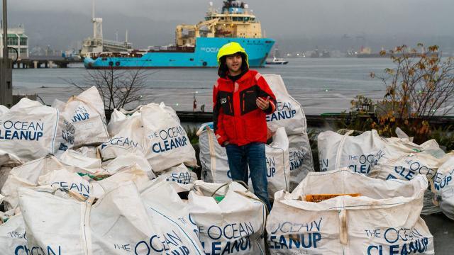 """Dự án """"Dọn sạch Đại dương"""" mang về mẻ rác đầu tiên"""