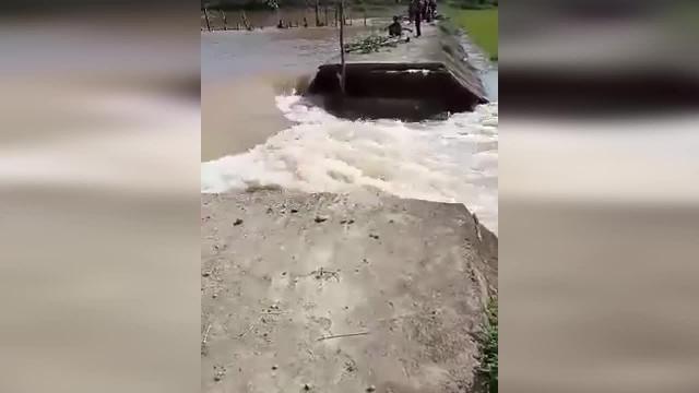 Đê bao Quảng Điền ở huyện Krông Ana tỉnh Đắk Lắk bị vỡ