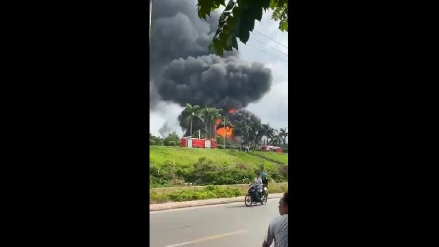 Vụ cháy nhà kho hóa chất tại Long Biên