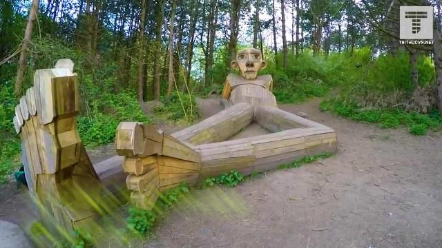 Những người khổng lồ gỗ ẩn mình ở Đan mạch