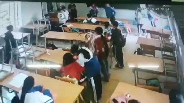 Phụ huynh xông vào lớp học, đấm đá học sinh lớp 6