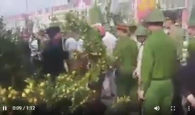 Hà Tĩnh: Cảnh sát bắt quất, thanh niên uất ức