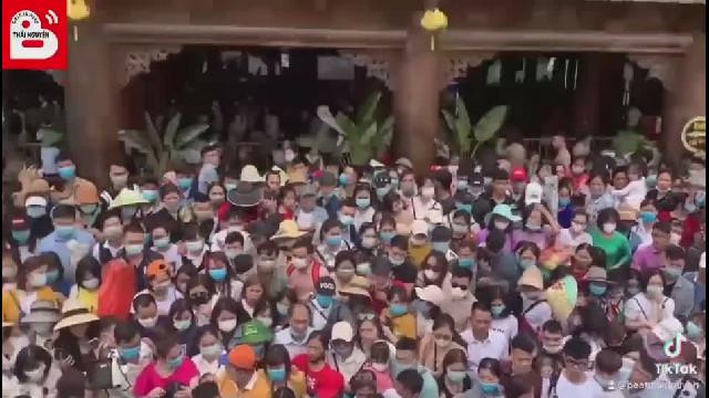 Cảnh chen lấn tại chùa Tam Chúc 14.3 (2)