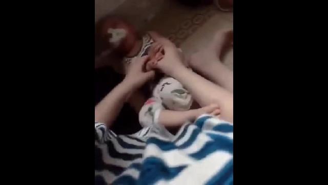Thái Bình: Bé trai 11 tháng tuổi bị nhét giẻ vào miệng