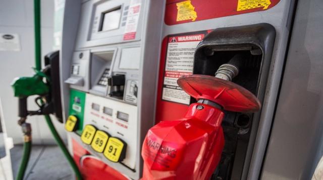 Vì sao Mỹ không tăng thuế xăng dầu liên bang suốt từ năm 1993?