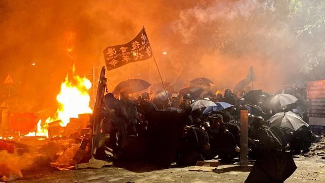 """Cảnh sát Hồng Kông """"tổng tấn công"""" Đại học Trung văn ngày 12/11"""