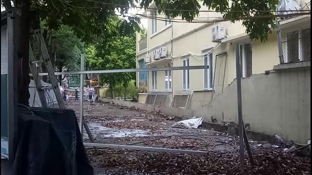 Tường bao trường mầm non đổ sập