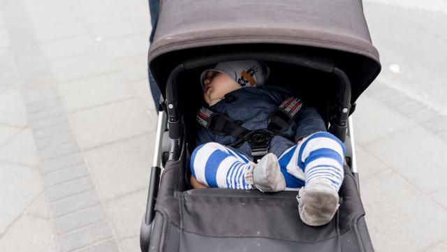 Vì sao người Iceland để trẻ sơ sinh ngủ ngoài trời lạnh giá?