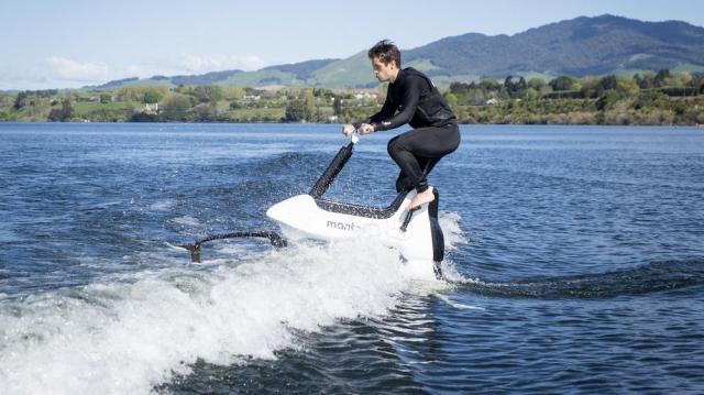Phát minh thú vị: Xe đạp nước của hãng Manta5