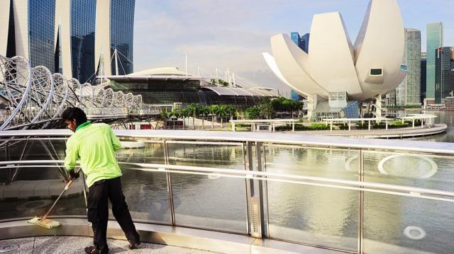 """Cái giá phải trả để trở nên """"sạch boong kin kít"""" như Singapore"""