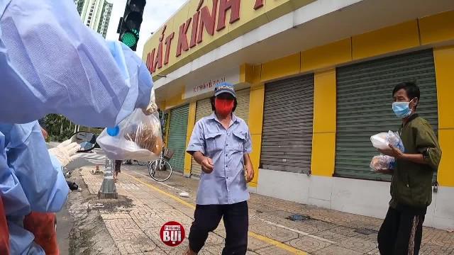 Mắc kẹt giữa Sài Gòn - Tôi đói quá