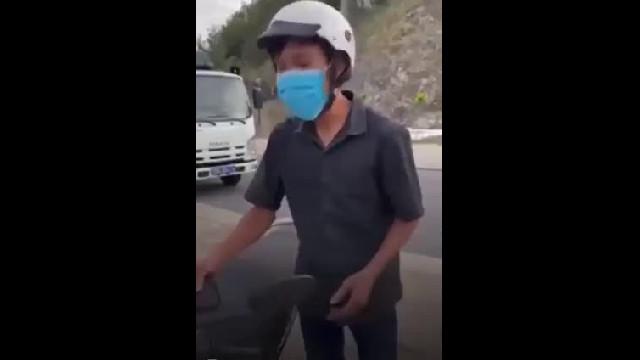Anh T.V.E bị lực lượng chức năng phường Vĩnh Hòa, TP. Nha Trang thu giữ phương tiện vì mua bánh mì