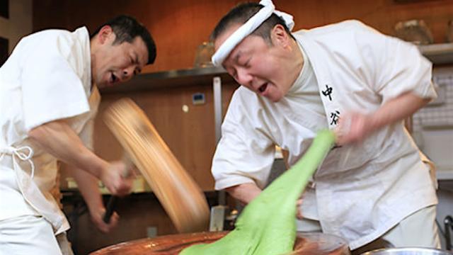 Người giã bột bánh mochi nhanh nhất Nhật Bản