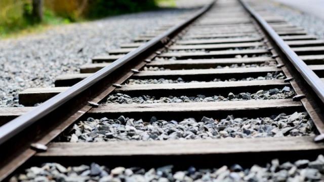 Vì sao phải rải đá trên đường ray xe lửa?